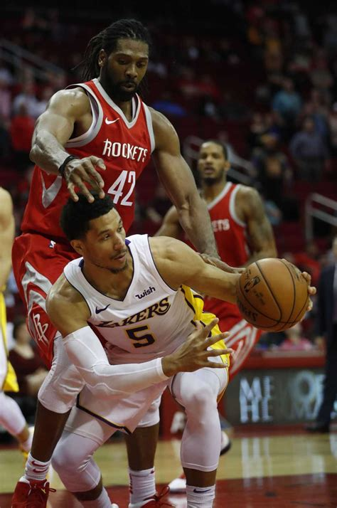 Lakers end Rockets' win streak at 14