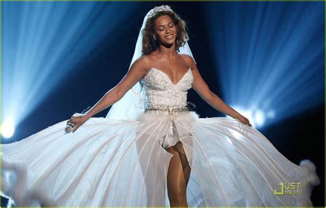 Beyonce's Wedding Dress -- Bet Awards Performance Video