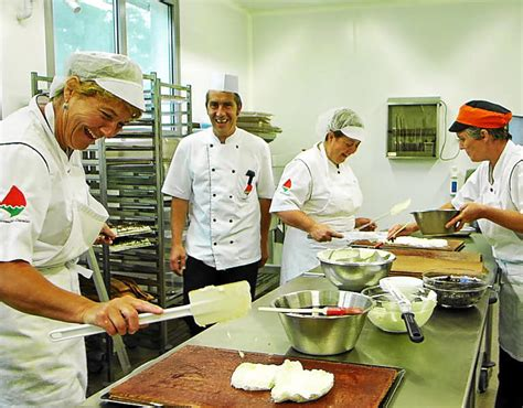 cuisine centrale brest cuisine centrale deux mois à plein régime plougastel