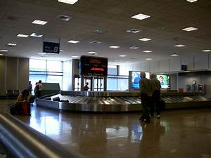 File:SLC Airport baggage claim.JPG - Wikimedia Commons