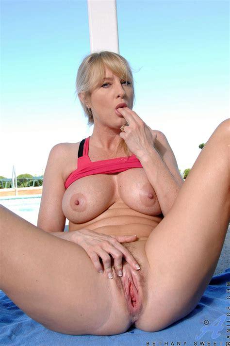 Milfs Nude Image 31231