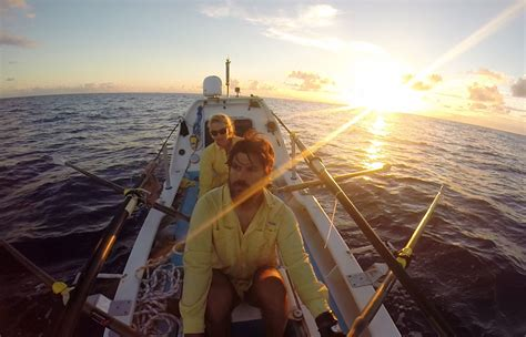 Row Boat From California To Hawaii by Distance Rowers Spend Their Honeymoon On The High Seas