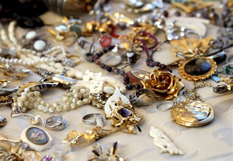 What's the Difference Between Antique & Vintage Jewelry ...