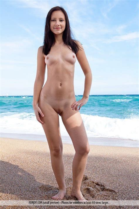 Pictures Of A Stunning Teen Girl Totally Naked For You