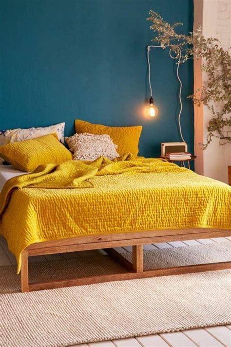 chambre jaune et bleu déco salon mur bleu canard chambre jaune moutarde mur