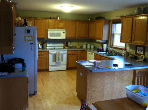 what color granite goes with oak cabinets
