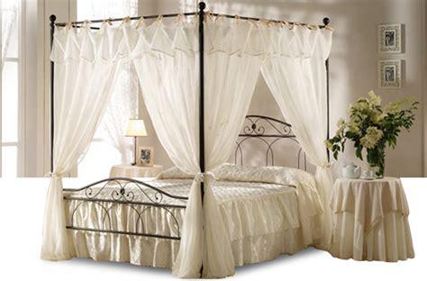 letto a baldacchino prezzi letti a baldacchino tendaggi nero e avorio offerte e
