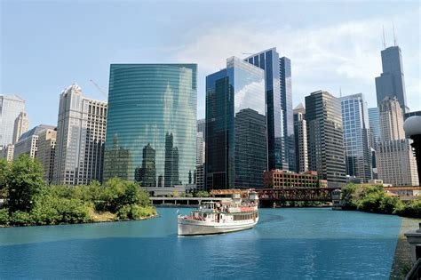 Chicago Architecture Institute Boat Tour by Gifts That Every Chicago Architecture Lover Would