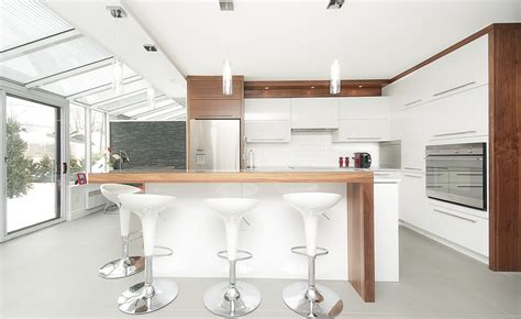 cuisine contemporaine bois cuisine contemporaine armoires de cuisines québec
