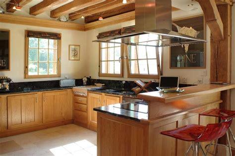 cuisine ch麩e massif meuble de cuisine en bois massif comment bien amnger la cuisine laque blanche et