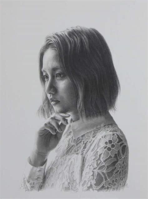 artist creates lifelike portraits   photorealistic