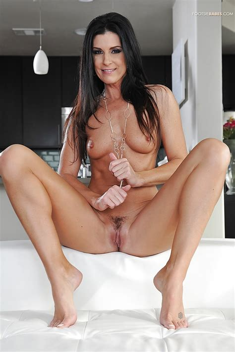 Incredible Milf Babe India Summer Plays With Her Beautiful Feet