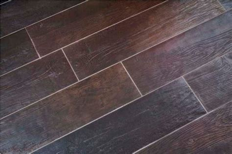 tile flooring that looks like wood planks robinson