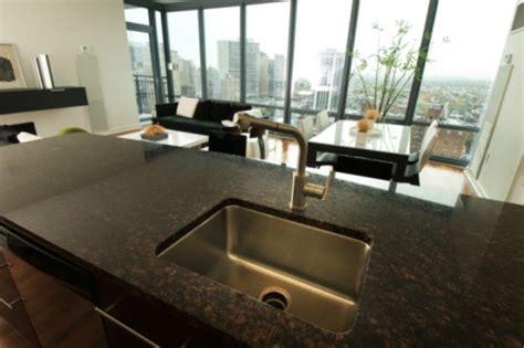 quartz plan de travail cuisine avantages d un plan de travail en pierres de synthèse