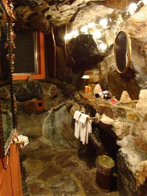 caveman bathroom picture  madonna inn san luis obispo