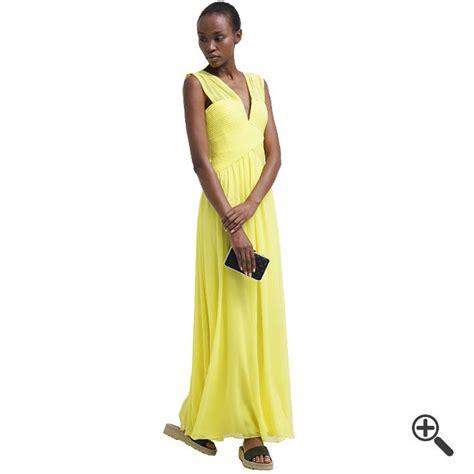 Gelbes Abendkleid in Lang kombinieren + 3 Gelbe Outfits