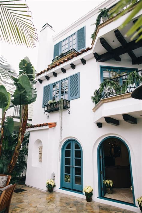 mediterranean villa home spanish style homes stucco homes exterior house colors