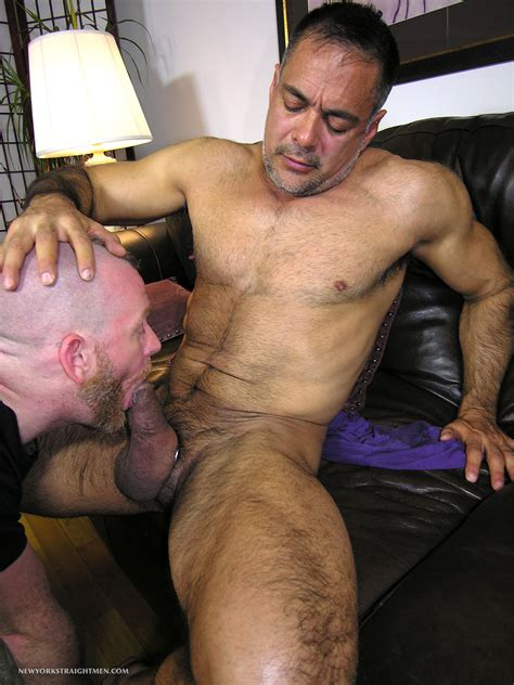 gay daddy sucking cock