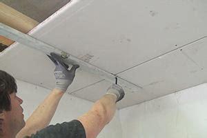 gipskartonplatten verlegen decke die trockenbau unterkonstruktion metall oder holzkonstruktion tipps vom maurer