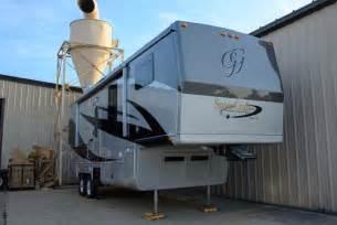 Spacecraft Manufacturing RV 5th Wheel Custom 57
