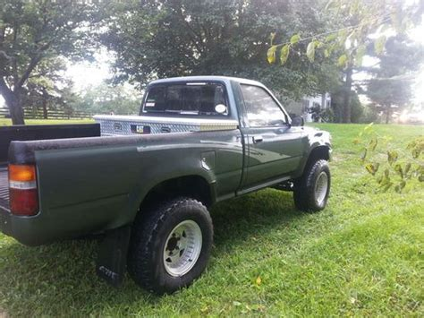 sell   toyota pickup  speed manual