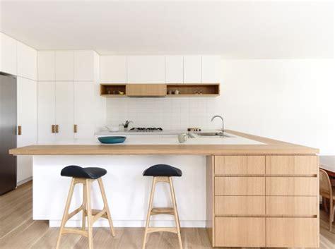 tapis plan de travail cuisine cuisine blanche plan de travail bois inspirations de déco
