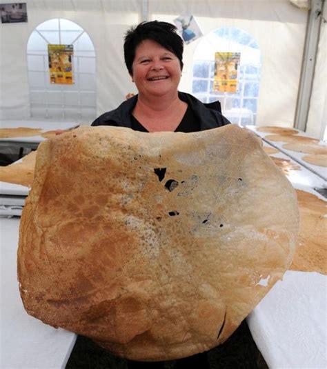 photo la plus grande crêpe du monde