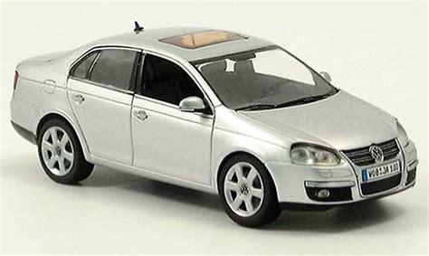 Volkswagen Jetta Gray Metallized 2005 Schuco Diecast Model