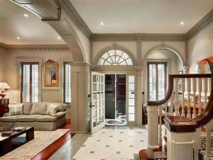 Town Home With Beautiful Architectural Elements ...