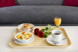 Table Petit Dejeuner Lit : h tel les trois couronnes chbre petits d j partir de 99 saphiresa ~ Teatrodelosmanantiales.com Idées de Décoration