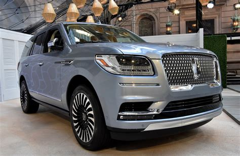 2018 Lincoln Navigator Debuts In More Luxurious Form