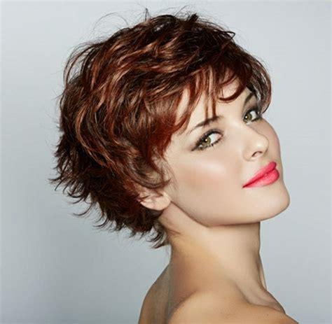 coupe cheveux frisés courts femme coupe courte femme pour cheveux frises
