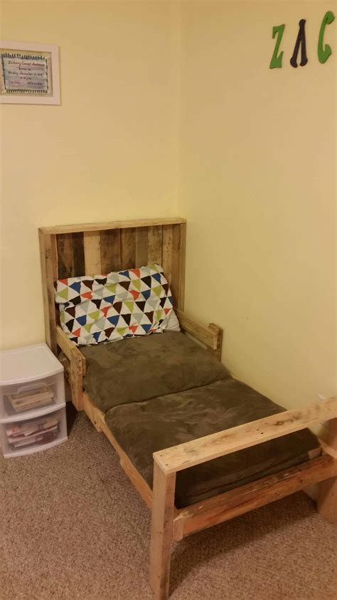 toddler pallet bed  pallets