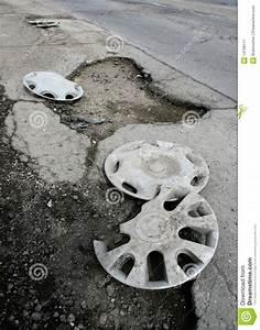 Nid De Poule Route : nid de poule image stock image 14799111 ~ Medecine-chirurgie-esthetiques.com Avis de Voitures
