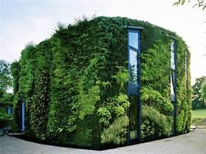 Maravillosa casa verde envuelta en un jardin vertical for Maravillosa casa verde envuelta en un