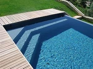 L'escalier sur mesure par l'esprit piscine Escalier d'angle sur mesure triangulaire avec