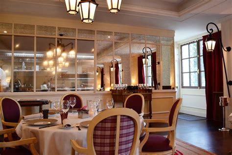 restaurant cuisine ouverte la table du connétable à l 39 auberge du jeu de paume chantilly