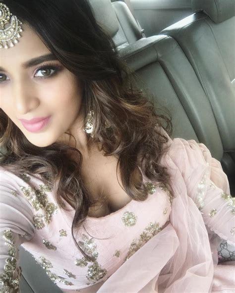 Nidhi Agarwal New Latest Hd Photos Savyasachi Movie