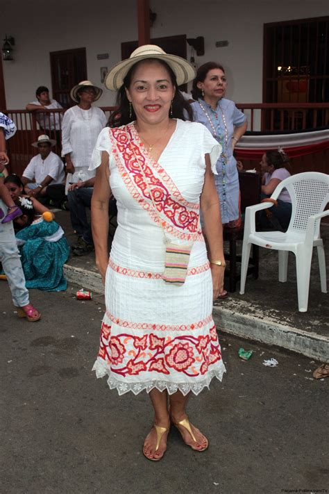 Desfile de Las Mil Polleras 2010 Panamafolkdress