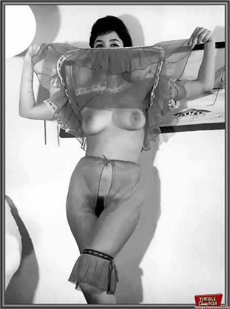 Sexy Vintage Topless Girls Enjoy Posing In Xxx Dessert