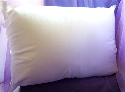 mediflow waterbase pillow mediflow waterbase pillows a floating comfort experience