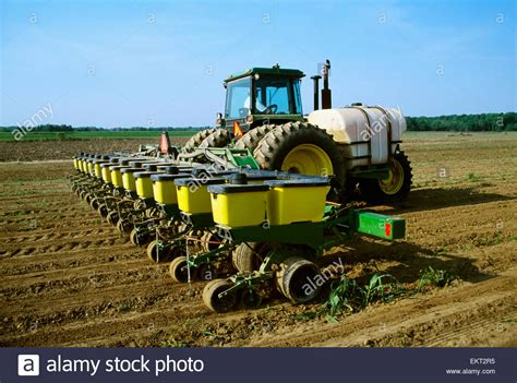 cotton planters agriculture a tractor and 12 row planter plants no till