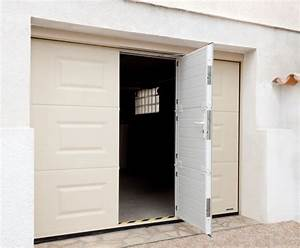 Porte de garage a cassettes motorisee et portillon integre for Porte de garage coulissante avec porte pvc sur mesure