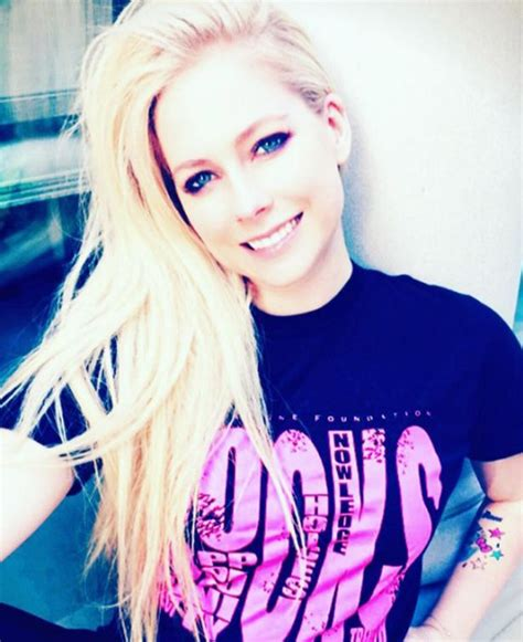 Did Avril Lavigne DIE in 2003? Bizarre conspiracy theory ...