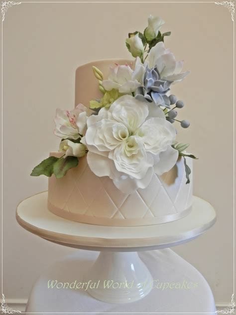 tier chocolate wedding cake   lots  pretty