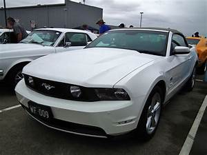 File:2010 Ford Mustang GT convertible (8452017147).jpg - Wikimedia Commons