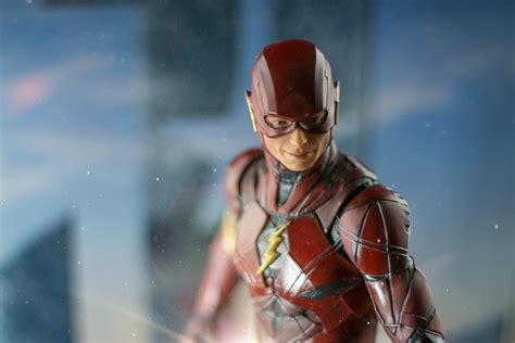 """The Flash 13"""" Statue By Dc Comics"""