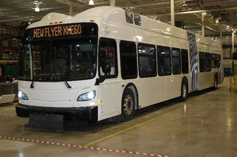 New Flyer Debuts First Hydrogen Fuel Cell 60 Foot Bus in ...