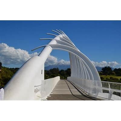 Te Rewa bridge to TaranakiFreeds in New Zealand
