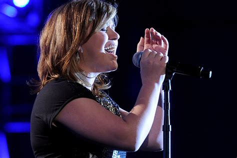 Kelly Clarkson Admits She's Never Been in Love